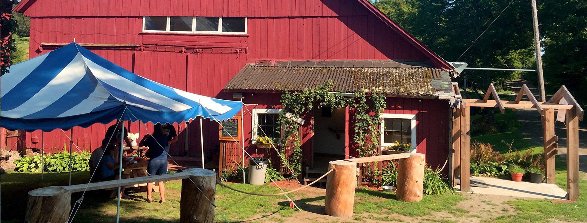 red barn brewing barn header